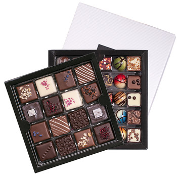 DOUBLE BOX SET OF PRALINES WITH KARMELLO STANDARD IN WHITE BOX